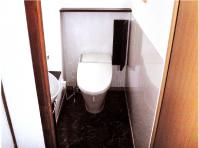 【トイレ】大理石調のトイレで上質空間を演出