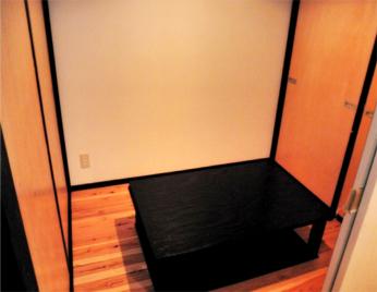 【隠れ家的空間】間仕切りにて個室に変身。4名からの宴会に対応。もう一回り小さい2人部屋も1室