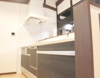 対面式キッチンで空間広々空間を演出