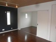 扉を開放すれば二部屋つづきの広々空間に