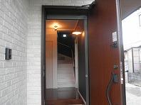 家族を出迎えてくれる明るい玄関