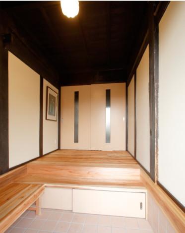 木の温もりが心地良い玄関