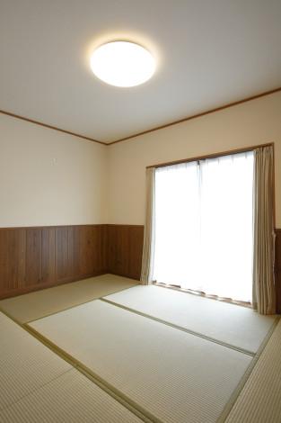 新たに増築した部屋。 光の注ぐ明るい空間と、家族のぬくもりを感じることのできる動線に気を配りました。