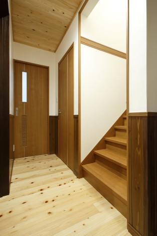廊下から台所に入る建具は新たに『舞良戸』で作成。 重厚な雰囲気を残しつつ、新たに歴史を刻んでいきます。