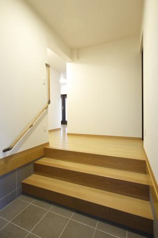 玄関とは別に間口の広い勝手口を計画致しました。 家事動線に直結する場所の為重宝して頂けそうです!