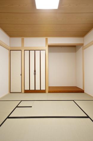 本格的な真壁和室。 お母様からのご要望で炉を計画。