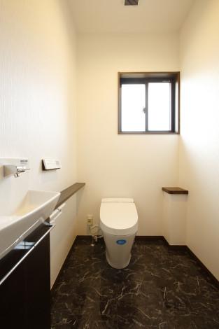 将来的に手摺が必要になる可能性がある為、トイレ(0.75坪)は広く計画しました。