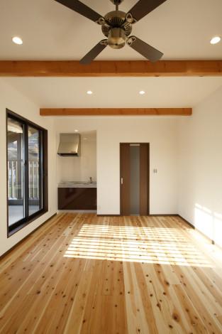 2階にも多目的に利用できるスペースを設けました。 ミニキッチン・ベランダ・ウォークインクローゼットに隣接し、ご友人の多い若夫婦のゲストルーム的な空間に。