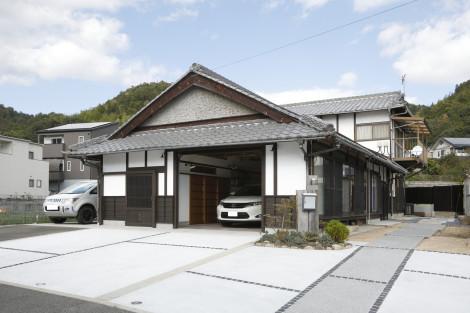 ガレージ工事に加えて、アプローチやフェンスなどの外構工事も計画し一体感を形成しました。